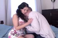 Nympho sautée par un queutard devant son chéri
